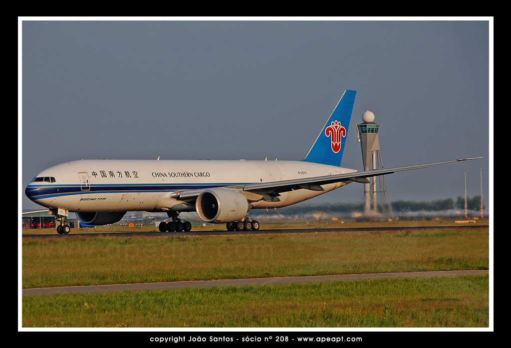 CHINA SOUTHERN AIRLINES CARGO B777 B-2073.jpg