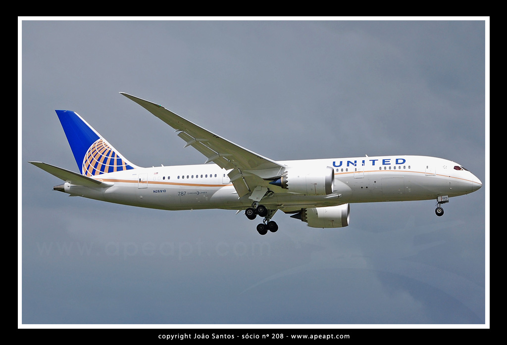UNITED AIRLINES (CONTINENTAL) B787 N26910.jpg