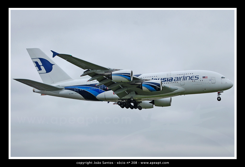 MALAYSIA AIRLINES A380 9M-MNE.jpg