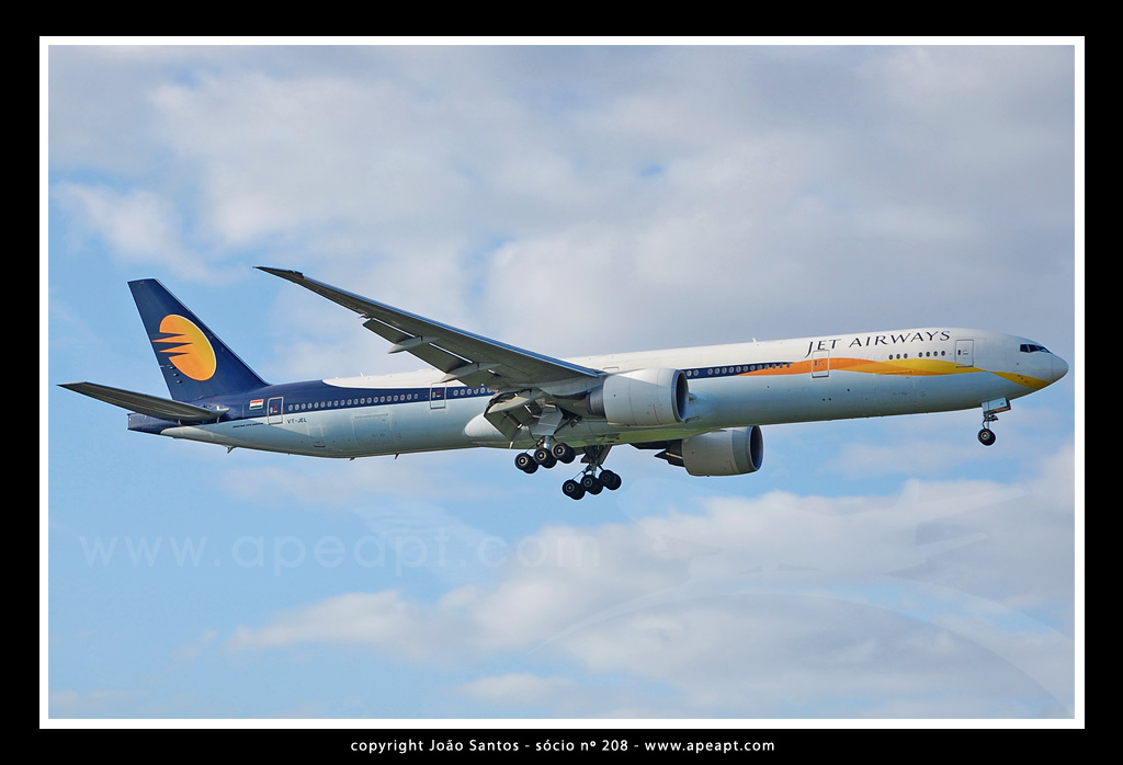 JET AIRWAYS B777 VT-JEL.jpg