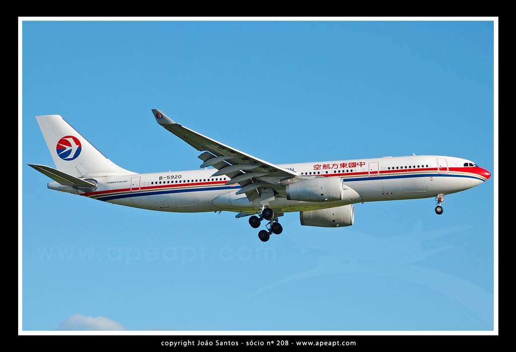 CHINA EASTERN AIRLINES A330 B-5920.jpg