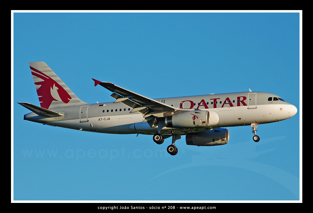 QATAR AIRWAYS A319 A7-CJA.jpg