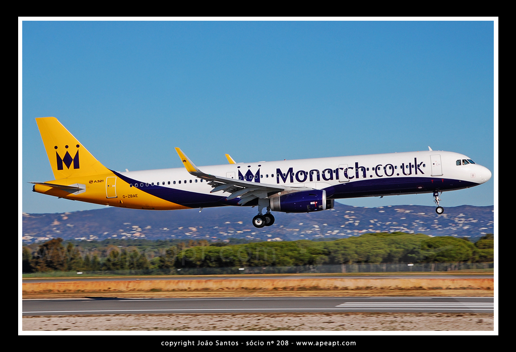 MONARCH AIRLINES A321 G-ZBAE.jpg