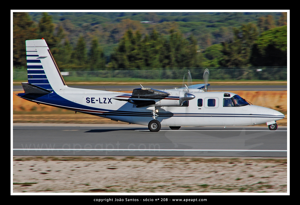 WeEMLANDSFLYG AB ROCKWELL INTERNATIONAL 690B TURBO COMMANDER SE-LZX.jpg