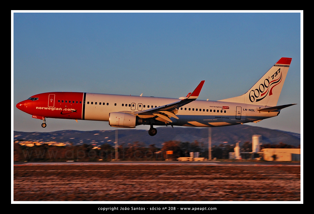 NORWEGIAN AIR B737 LN-NOL.jpg