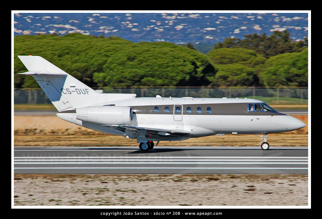 NETJETS EUROPE HAWKER BEECHCRAFT CORP HAWKER 750 CS-DUF.jpg