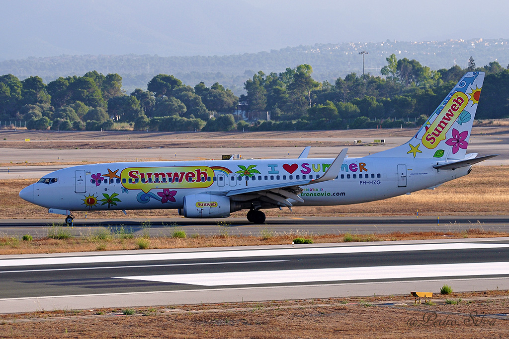 PH-HZG B737-800 TRANSAVIA love summer_1024.jpg