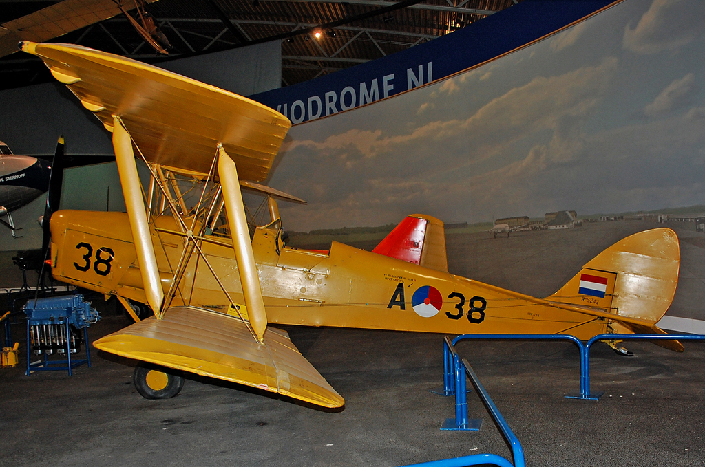 DE HAVILLAND DH.82 TIGER MOTH 1945 A38.jpg