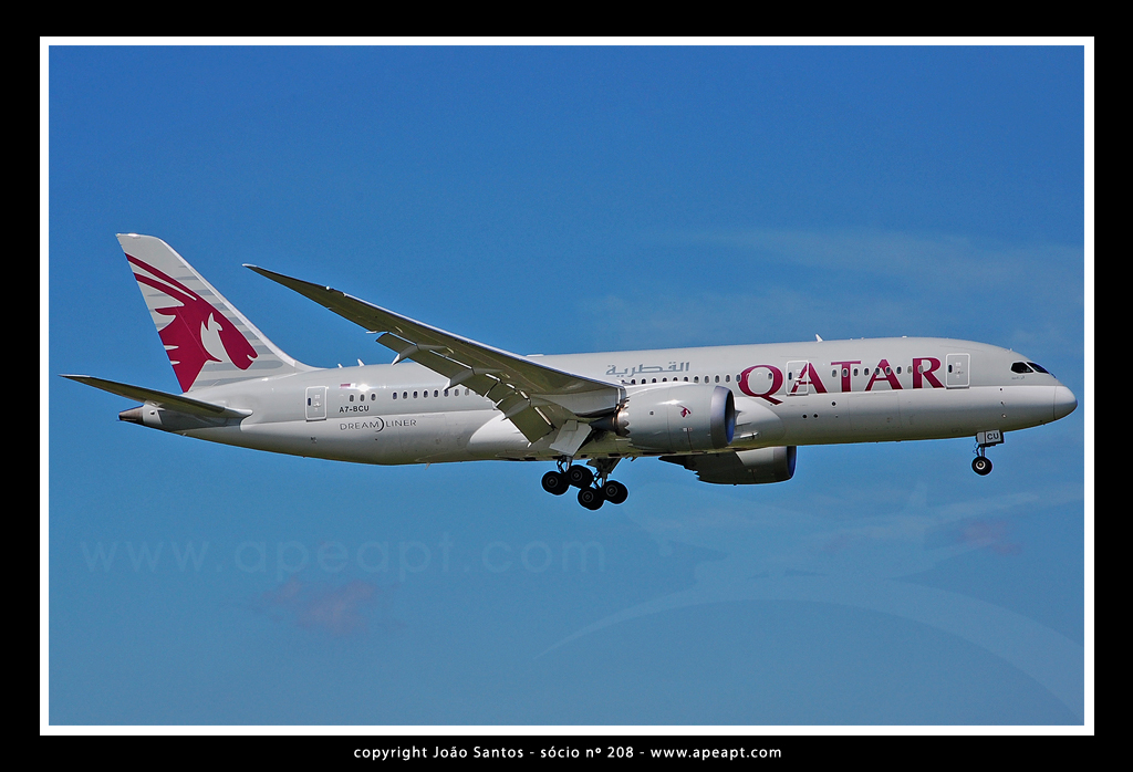 QATAR AIRWAYS B787 A7-BCU.jpg