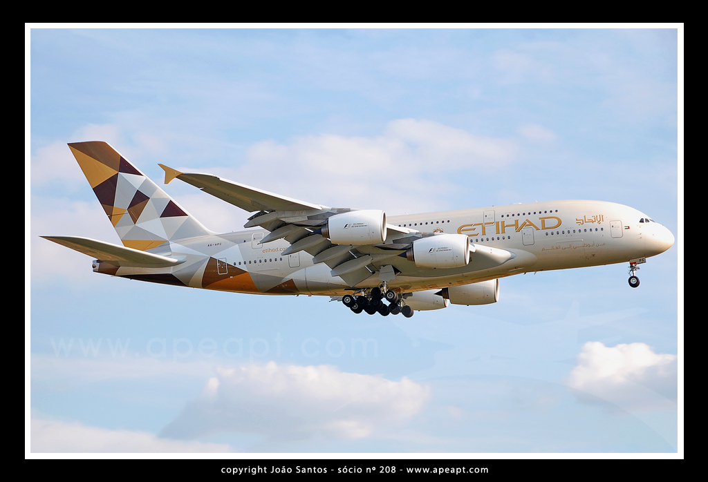ETIHAD AIRWAYS A380 A6-APC.jpg