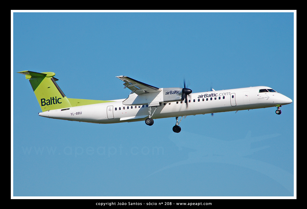 AIR BALTIC DE HAVILLAND CANADA DHC-8-402Q DASH8 YL-BUU.jpg