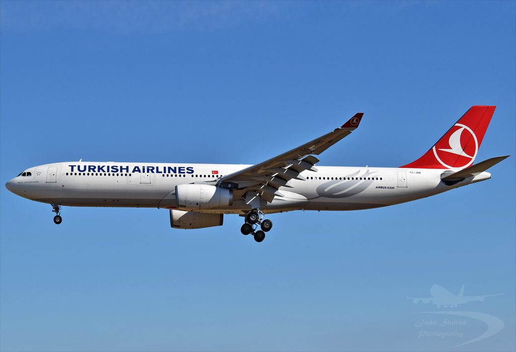TURKISH AIRLINES A330 TC-JNR.jpg
