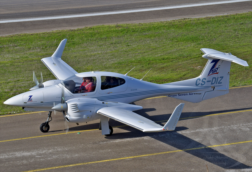 PRIVADO DIAMOND AIRCRAFT INDUSTRIES DA-42 TWIN STAR CS-DIZ.jpg
