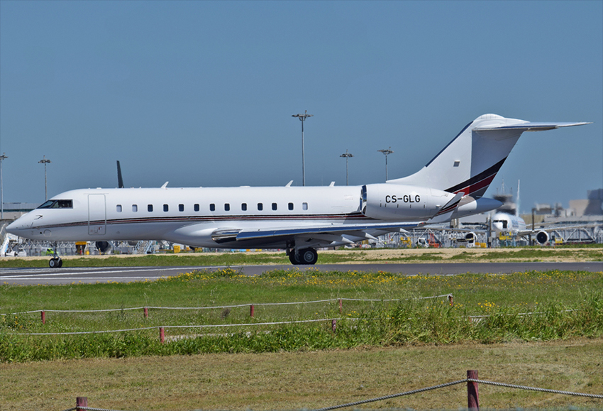 NETJETS EUROPE BOMBARDIER BD-700-1A10 GLOBAL 6000 CS-GLG.jpg