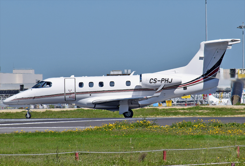 NETJETS EUROPE EMBRAER EMB-505 PHENOM 300 CS-PHJ.jpg