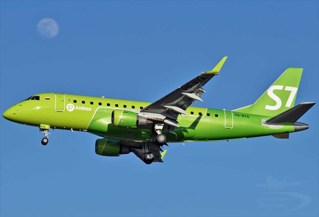 S7 AIRLINES EMBRAER 170-100SU VQ-BYA.jpg