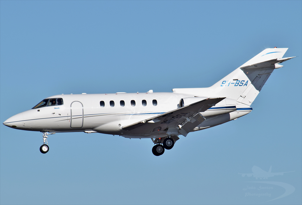 HYPERION AVIATION HAWKER BEECHCRAFT CORP HAWKER 750 9H-BSA.jpg