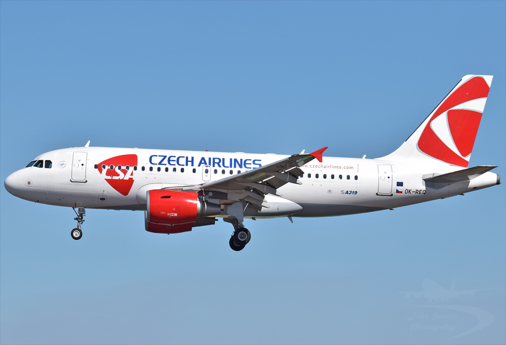 CZECH AIRLINES A319 OK-REQ.jpg
