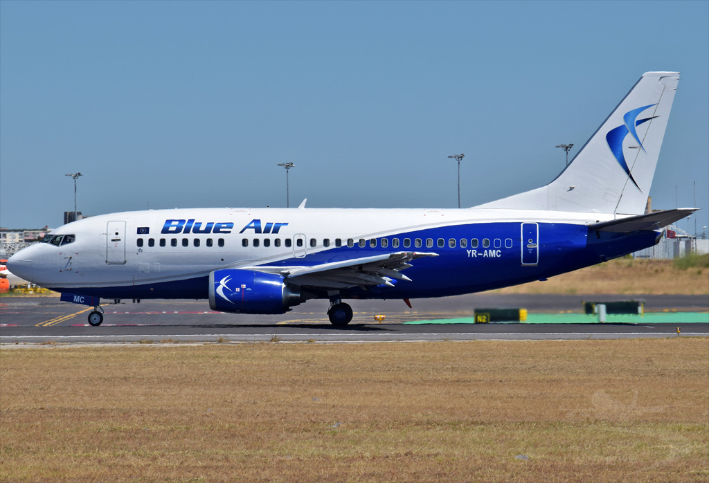 BLUE AIR B737 YR-AMC.jpg
