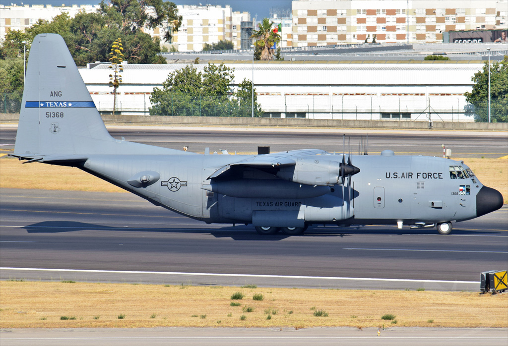 US AIR FORCE C-130 51368.jpg