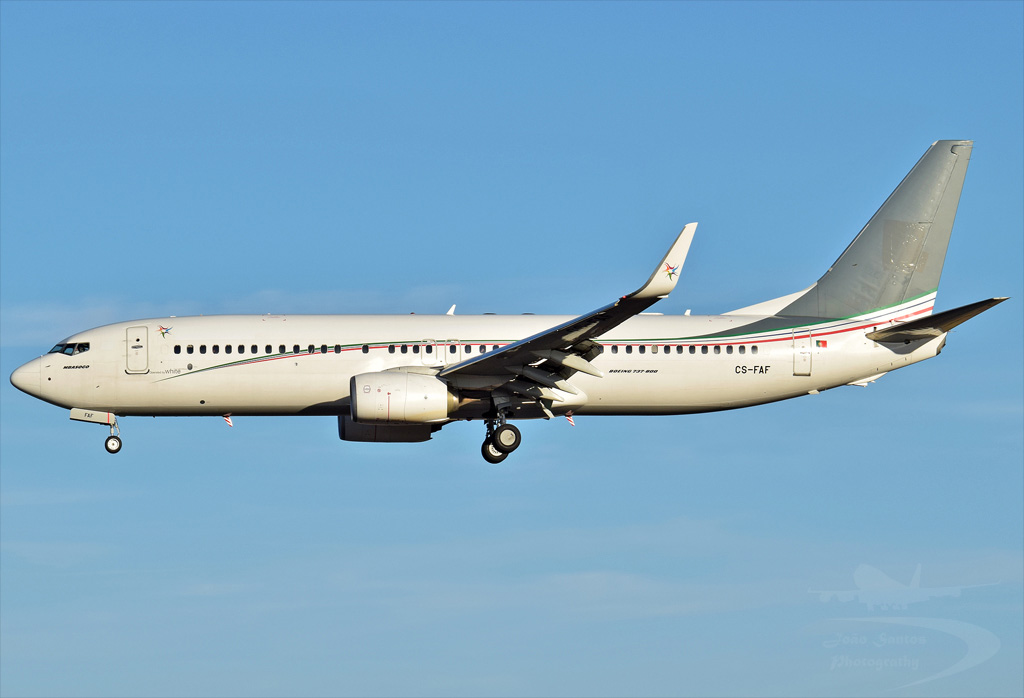 CEIBA INTERCONTINENTAL AIRLINES B737 CS-FAF.jpg