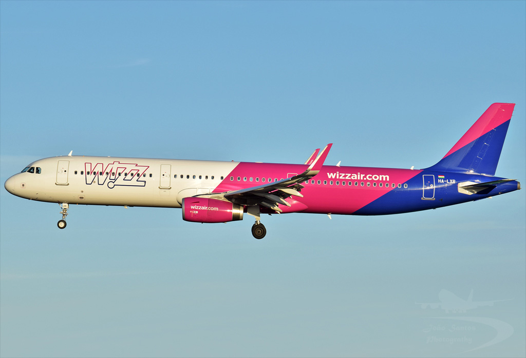 WIZZAIR A321 HA-LXR.jpg