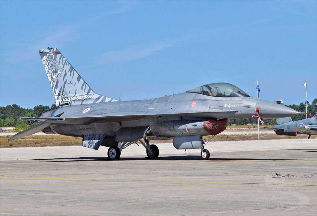 PORTUGAL AIR FORCE LOCKHEED MARTIN F-16A FIGHTING FALCON 15106.jpg
