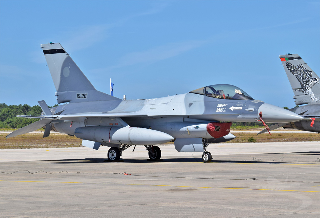 PORTUGAL AIR FORCE LOCKHEED MARTIN F-16A FIGHTING FALCON 15128.jpg