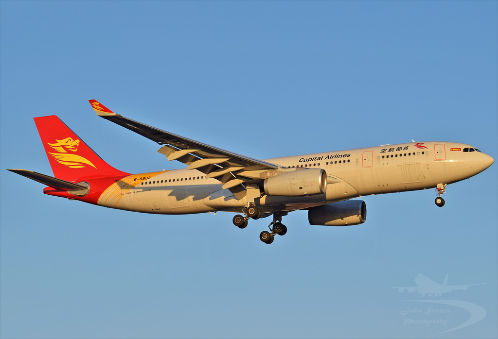 CAPITAL AIRLINES A330 B-8982.jpg