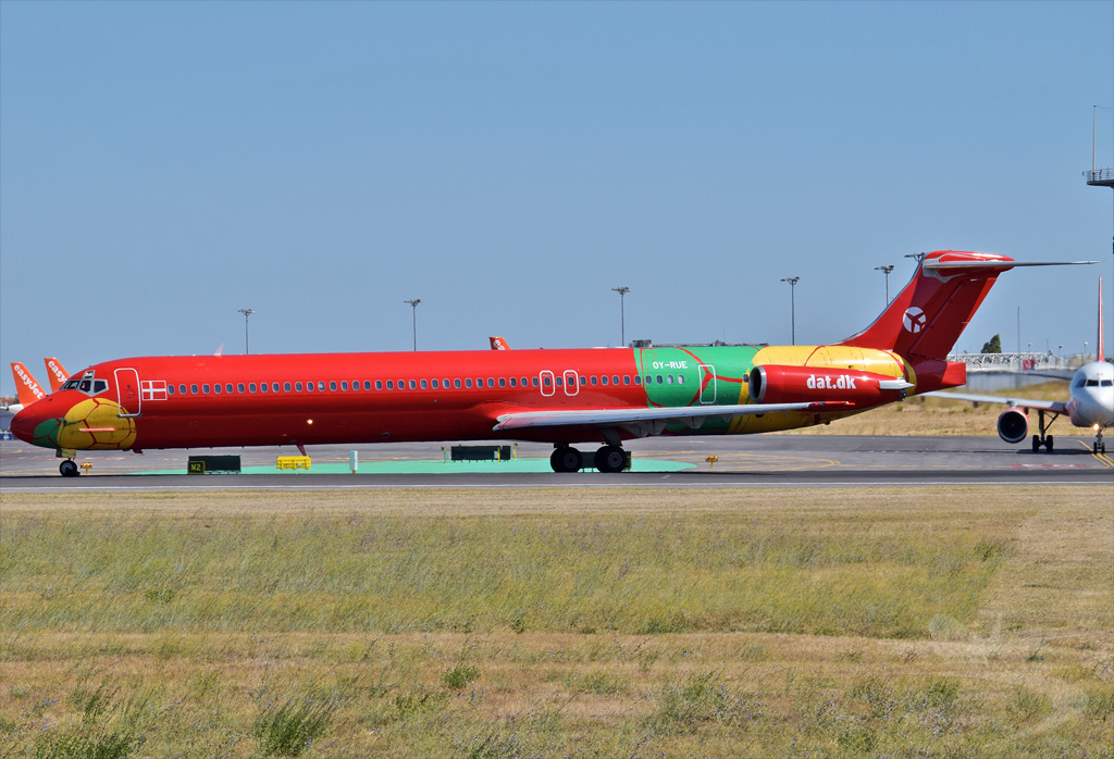 DANISH AIR TRANSPORT MCDONNELL DOUGLA MD-83 OY-RUE.jpg