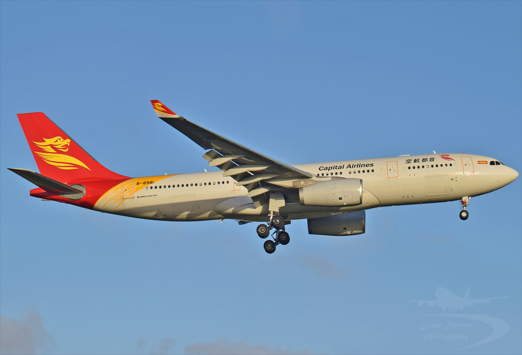 CAPITAL AIRLINES A330 B-8981.jpg
