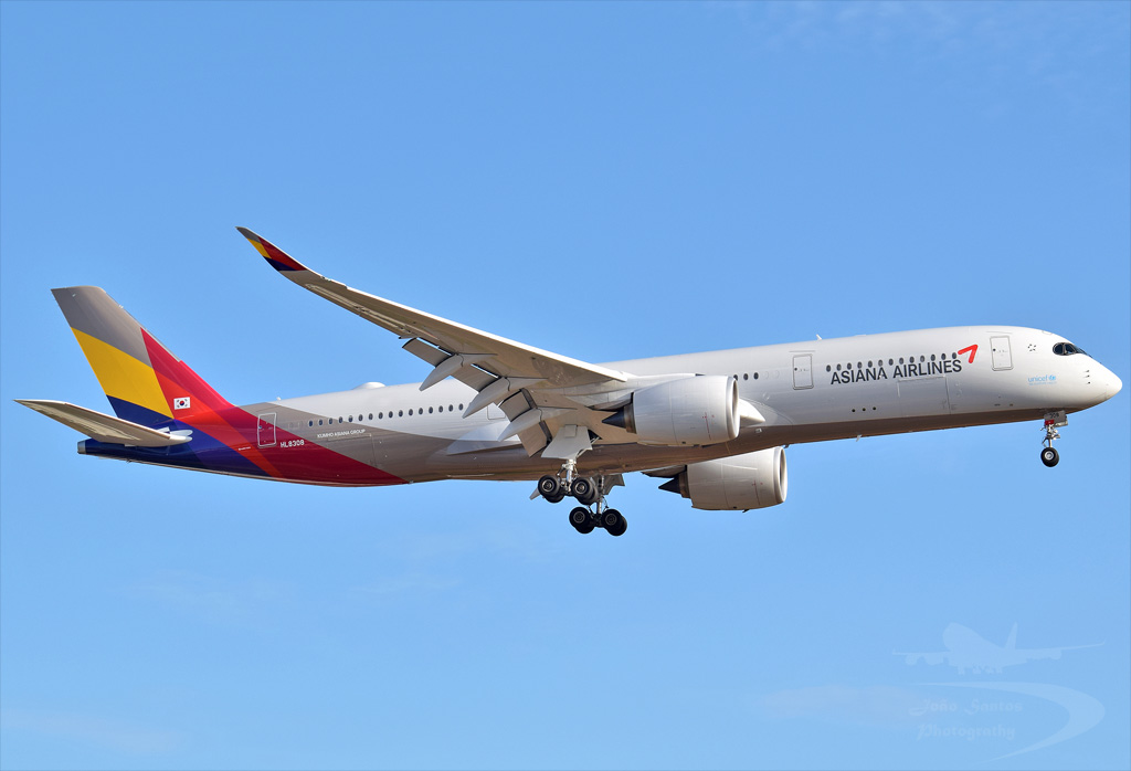 ASIANA AIRLINES A350 HL8308.jpg