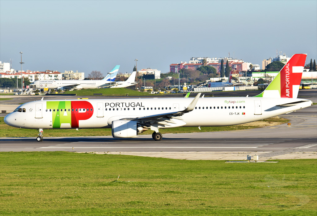 TAP PORTUGAL A321 CS-TJK.jpg