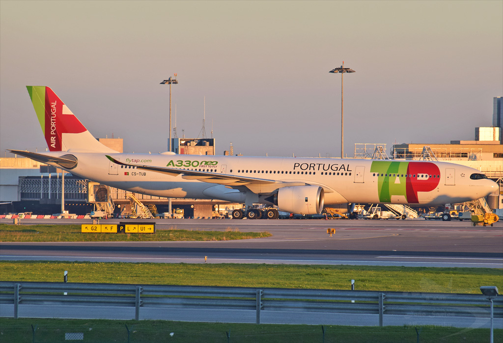 TAP PORTUGAL A330 CS-TUB.jpg