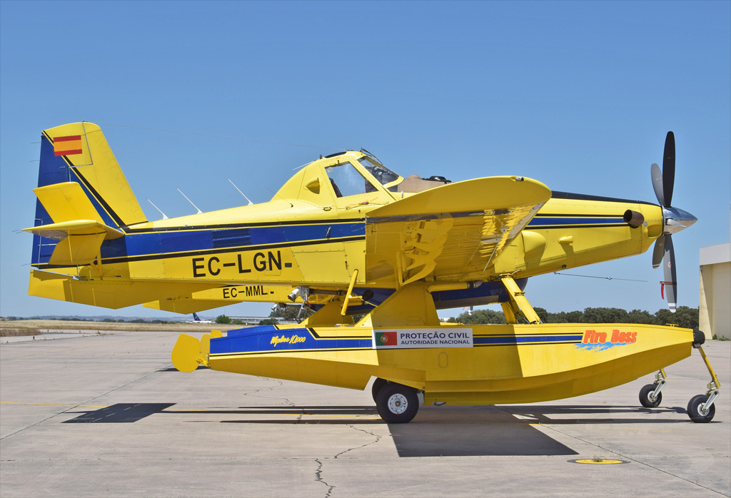 AVIALSA AIR TRACTOR AT-802A EC-LGN.jpg