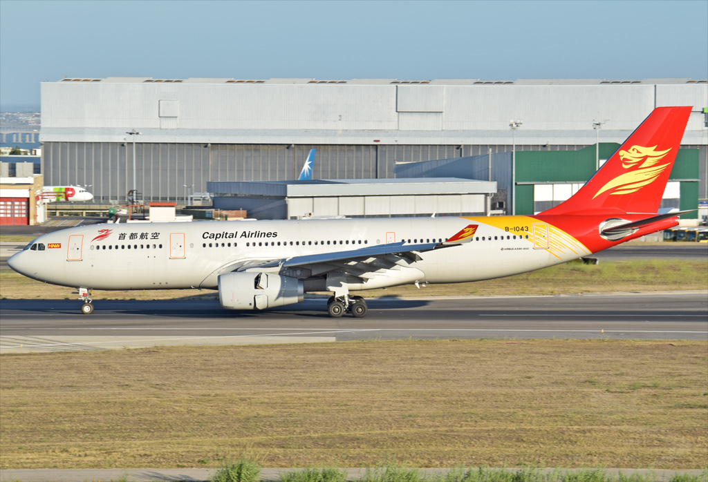 CAPITAL AIRLINES A330 B-1043.jpg