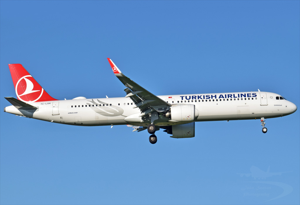 TURKISH AIRLINES A321 TC-LSH.jpg